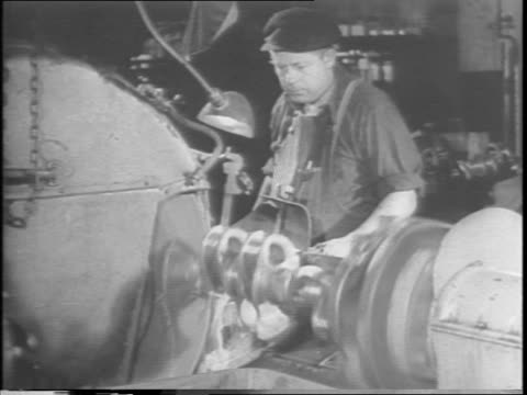 vidéos et rushes de production reaches peak crisis / all war manpower maximized effort / newspaper headline 'manpower reclassified' and 'fathers essential jobs or face... - manufacturing occupation