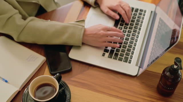 vídeos y material grabado en eventos de stock de productividad con una guarnición de café - cultura de café