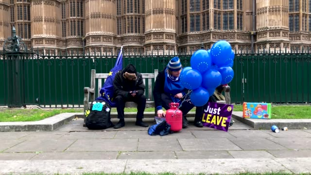a proeu and probrexit protestor are seen on a bench as they demonstrate near to the houses of parliament on january 29 2019 in london england seven... - 2016 european union referendum stock videos & royalty-free footage