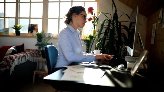 berufsbildner - arbeitszimmer stock-videos und b-roll-filmmaterial