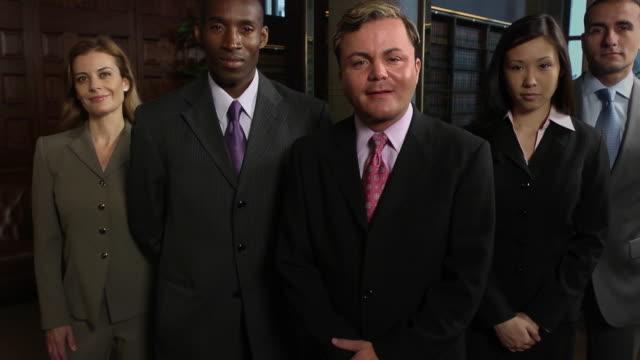 専門的なビジネスチームのラテン雄 varb - 弁護士点の映像素材/bロール