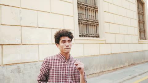 vídeos de stock e filmes b-roll de professional dancer practicing on the street. - young men