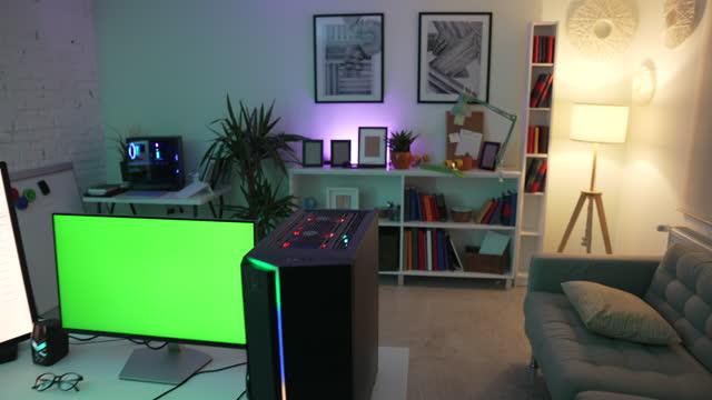 vídeos de stock, filmes e b-roll de sala gamer profissional - jogador de videogame