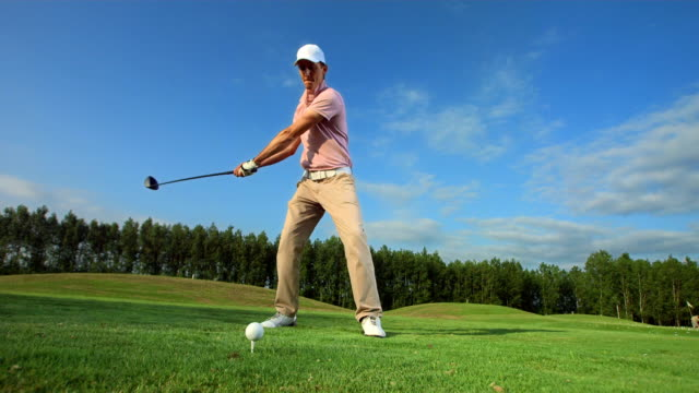 hd slow motion: professional golfer teeing off - teeing off stock videos & royalty-free footage