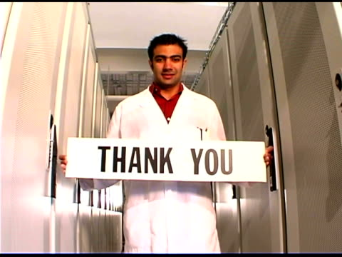 it professional holding thank you sign - thank you点の映像素材/bロール