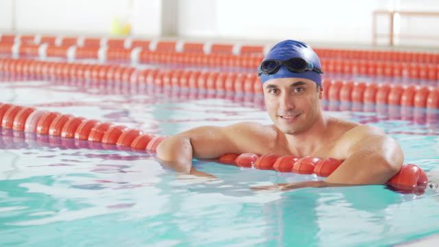 professionella manliga simmare - manspersoner bildbanksvideor och videomaterial från bakom kulisserna