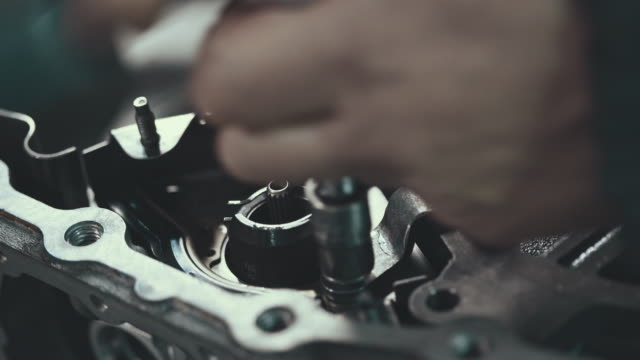 professional mechanic repairing a continuously variable transmission - aggiustare video stock e b–roll