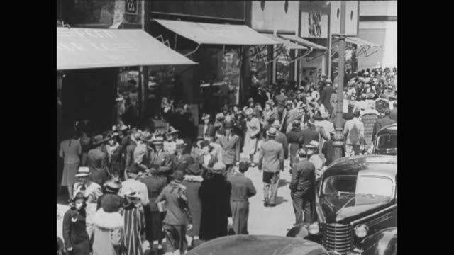 stockvideo's en b-roll-footage met 1936 professional men and women walking on a busy city street - 1936