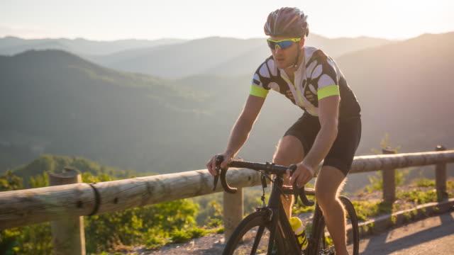 vidéos et rushes de de cyclisme professionnel  - qui monte