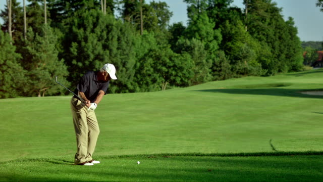 ws professional senior golfer teeing off - golf course stock videos & royalty-free footage