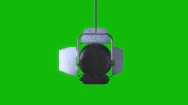 professionell scenljus med reflektoranimation på den gröna skärmen, designelement av belysningsutrustning, rörlig och svarvning studio film spotlight projektor med lins facklor. - back lit bildbanksvideor och videomaterial från bakom kulisserna