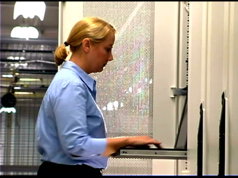 it professional using laptop computer by network server - tjänstekvinna bildbanksvideor och videomaterial från bakom kulisserna