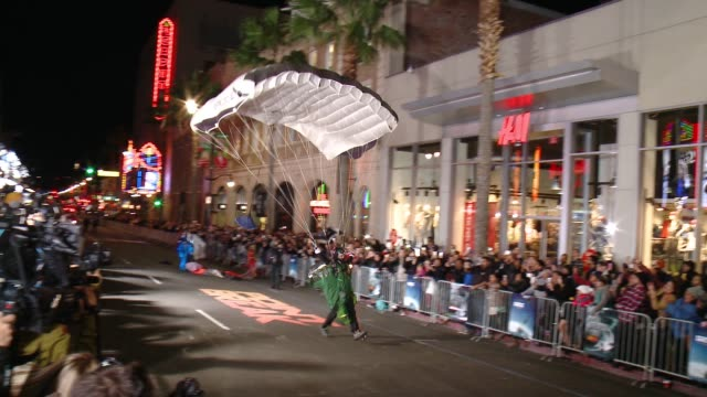"""professionals parachute to the """"point break"""" los angeles premiere at tcl chinese theatre on december 15, 2015 in hollywood, california. - premiere event stock videos & royalty-free footage"""