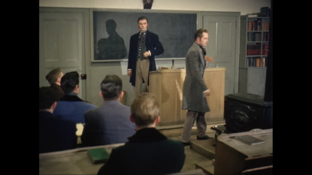 vidéos et rushes de ms professor 19th century clothing giving lecture and students answering in classroom / united states - professeur d'université