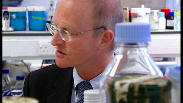 vídeos de stock, filmes e b-roll de professor doug turnbull interview sot first time in human fertilised egg we've been able to show changeover of mitochondria / gives us opportunity to... - human fertility