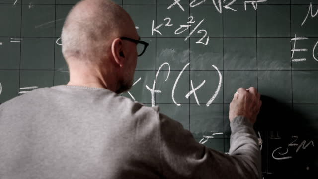 stockvideo's en b-roll-footage met professor writing on blackboard - schoolbord