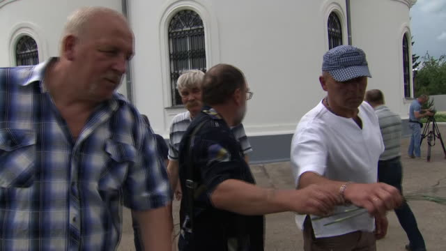 profile on the real-life heroes behind the hit tv show chernobyl. shows: ex-chernobyl miners vladimir naumov and andrey nasonov at a memorial to... - held stock-videos und b-roll-filmmaterial