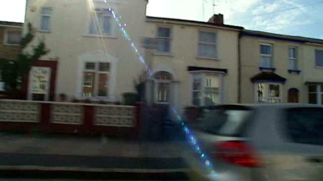 profile on 'the white widow' samantha lewthwaite england buckinghamshire aylesbury shot houses along street ext reporter to camera - バッキンガムシャー点の映像素材/bロール