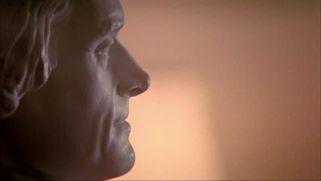 cu profile thomas jefferson bust at the university of virginia / charlottesville, virginia - バージニア大学点の映像素材/bロール