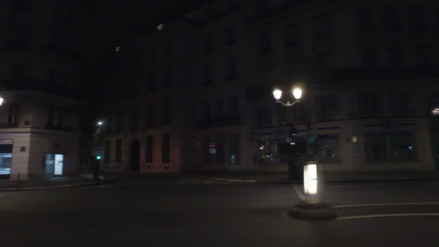 profile view of a street without traffic and with two pedestrians, around 11 a.m. on a thursday. avenue de l'opéra, 75001 paris. april 30, 2020 in... - point of view stock videos & royalty-free footage
