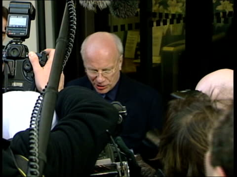 profiles/reaction itn england london greg dyke speaking to press greg dyke reading out staff statement to press sot no matter what the future brings... - greg dyke stock videos & royalty-free footage