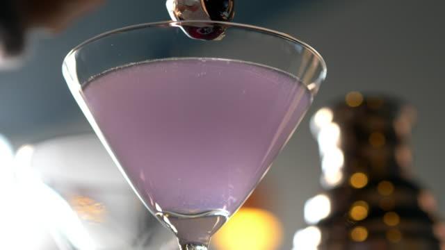prohibiiton style aviation cocktail, cherry drop with big splash - parte de una serie video stock e b–roll