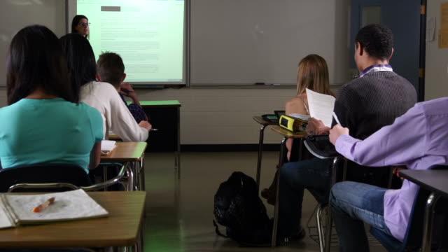 vidéos et rushes de projet ordinateur conseil en configuration salle de classe - interactivité