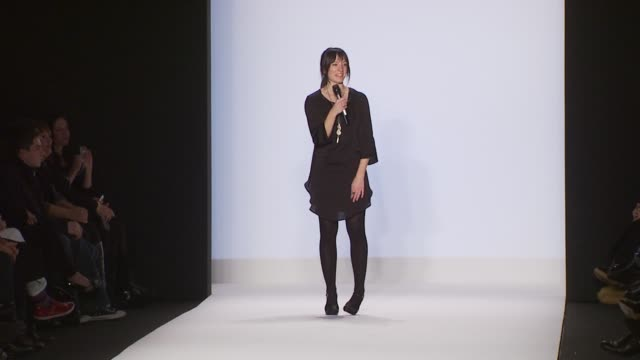 project runway contestant at project runway fall 2010 fashion show during mercedes-benz fashion week at the project runway - fall 2010 mbfw at new... - spielkandidat stock-videos und b-roll-filmmaterial