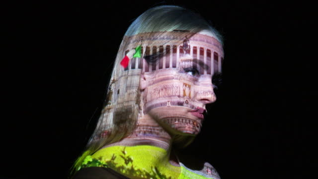 vídeos de stock e filmes b-roll de projection of emmanuel monument on a woman's face - cultura italiana