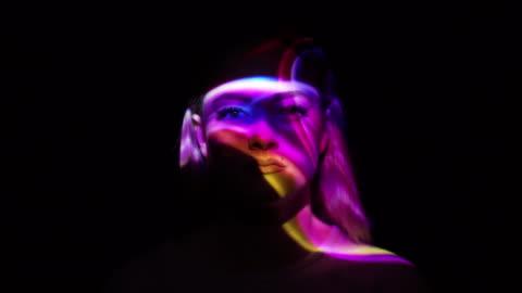 vídeos y material grabado en eventos de stock de proyección de humo multicolor en el rostro de la mujer - projection
