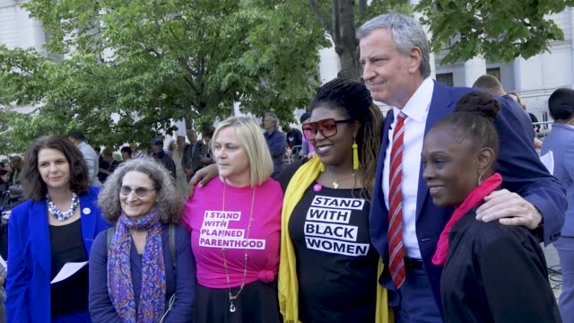 pro-life supporters gathered in manhattan's foley square for the 'national day of action to stop the bans'. advocates rallied to denounce several... - ビル・デ・ブラシオ点の映像素材/bロール
