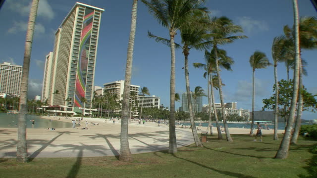 ws promenade along lagoon at waikiki beach / honolulu, hawaii, usa - honolulu stock videos and b-roll footage