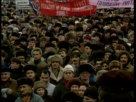 stockvideo's en b-roll-footage met pro-moscow demonstration in riga; ussr: latvia: riga: seq pro moscow mass demonstration/red army officer speaking on podium seq pro independence... - parliament building