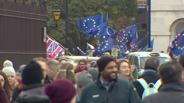 Prono deal and AntiBrexit protesters outside the Houses of Parliament
