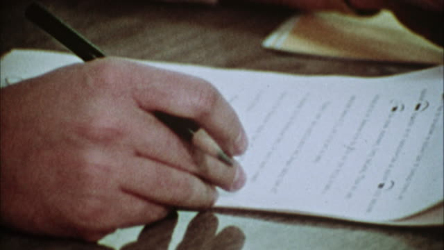vidéos et rushes de cu, proofreader correcting journalist's text at press room, 1970's, los angeles, california, usa - journalist