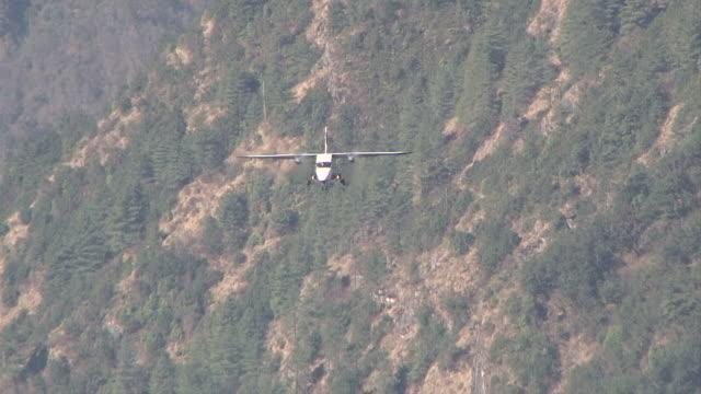 ms ts prop aircraft pilatus porter taking off on small runway of lukla airport near khumbu valley / lukla, khumbu region, nepal - khumbu stock videos and b-roll footage