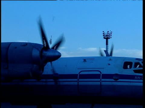 stockvideo's en b-roll-footage met propellers of aeroplane on runway spin tajikistan - start  en landingsbaan