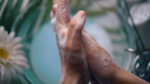 vidéos et rushes de technique de lavage des mains appropriée - oms - organisation mondiale de la santé - laver