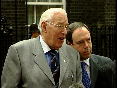 london downing street ext gerry adams along with colleagues hain along from number 10 reverend ian paisley along to number 10 reverend ian paisley... - gerry adams stock videos and b-roll footage
