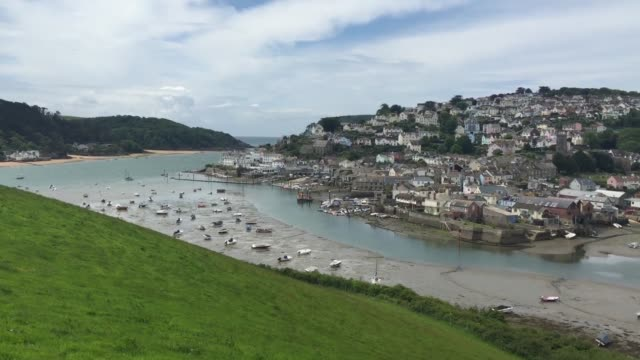 stockvideo's en b-roll-footage met property is seen in the seaside town of salcombe on june 1 2015 in devon england in a recent study by the halifax the south devon resort is now the... - devon