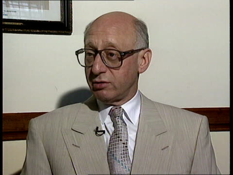 proposal to move 'news at ten' to earlier transmission time political reaction gerald kaufman mp interview sot itv may go quiet for a while hope it... - itv news at ten stock-videos und b-roll-filmmaterial