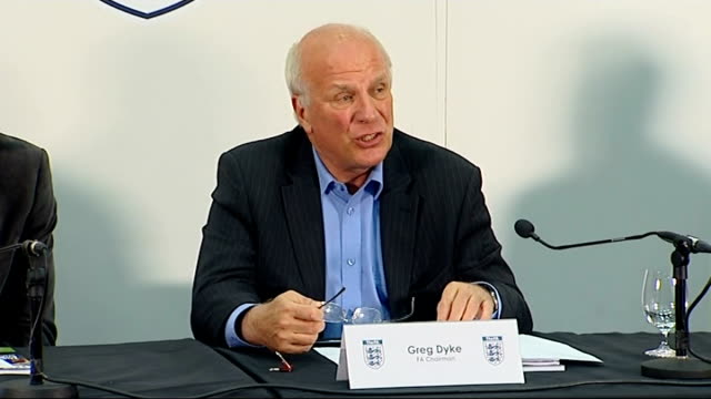 stockvideo's en b-roll-footage met proposes restructuring of english football: greg dyke press conference; england: london: wembley stadium: int **flashlight photography** greg dyke... - english football association