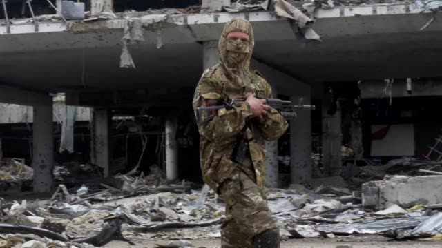 ProRussian rebels in eastern Ukraine accuse government soldiers of launching a new offensive near a prized but obliterated airport in the separatists...
