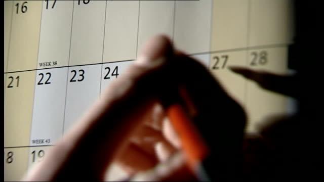 vídeos y material grabado en eventos de stock de prospects of an early general election london int graphicised reconstruction of gordon brown's hand marking date on calendar - calendario