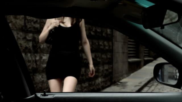 vídeos y material grabado en eventos de stock de prostituta primeros recoge - prostituta