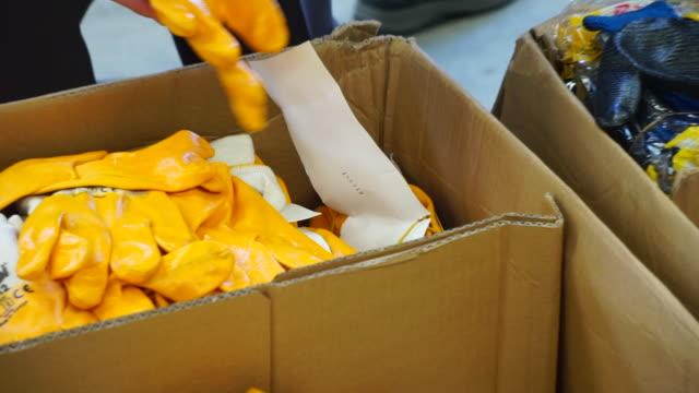 vídeos y material grabado en eventos de stock de guantes protectores - cámara de aislamiento con guantes