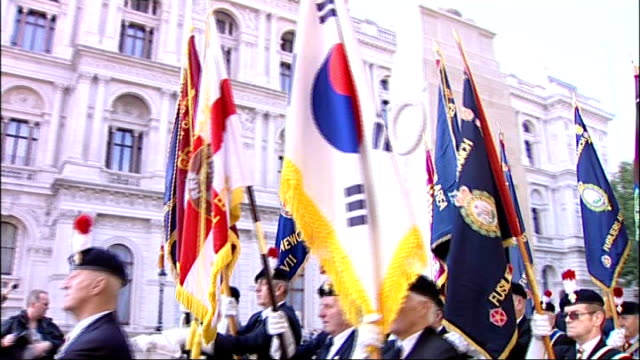 protest against disbandment of second battalion the royal regiment of fusiliers england london westminster ext army veterans marching outside... - ministero della difesa video stock e b–roll