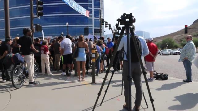 vídeos de stock, filmes e b-roll de protest footage at tempe town lake - town