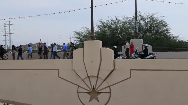 vídeos de stock e filmes b-roll de protest footage at tempe town lake - town