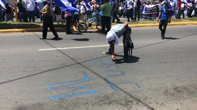 protest in managua nicaragua august 15 starting in rotonda cristo rey students pensioners demanding that daniel ortega step down that killings stop... - nicaragua stock videos & royalty-free footage